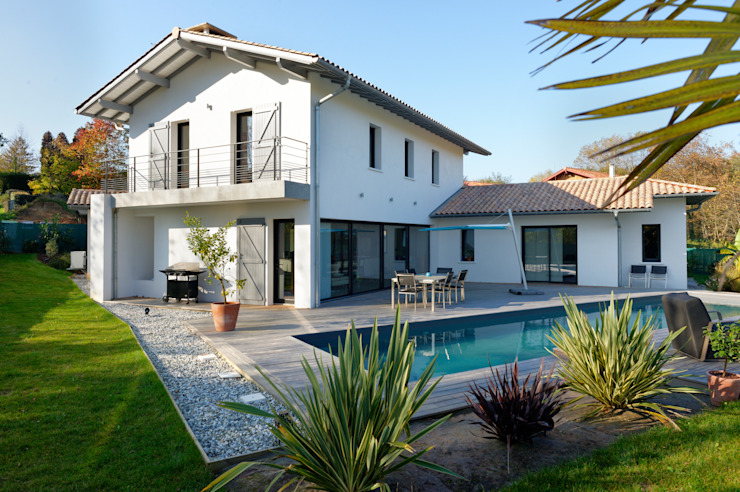Casas de estilo moderno de Agence CréHouse Moderno