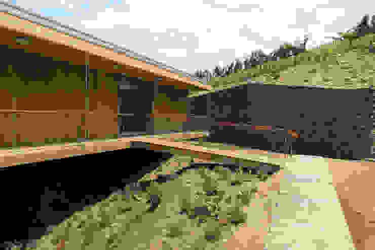 Modern home by Menos é Mais - Arquitectos Associados Modern