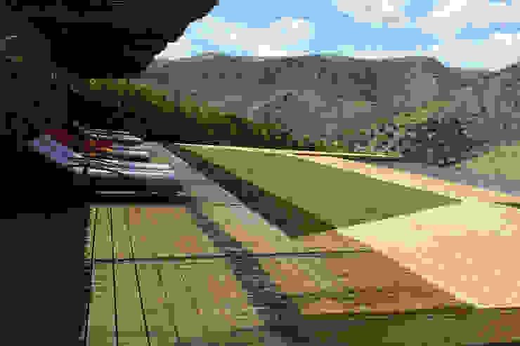 Casa do Rio Piscinas modernas por Menos é Mais - Arquitectos Associados Moderno