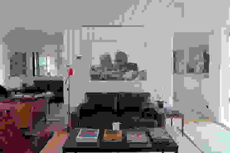 Casa do Rio Salas de estar modernas por Menos é Mais - Arquitectos Associados Moderno