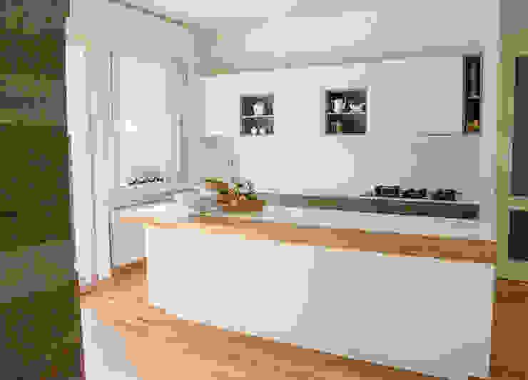 Kitchen by RI-NOVO , Modern Solid Wood Multicolored