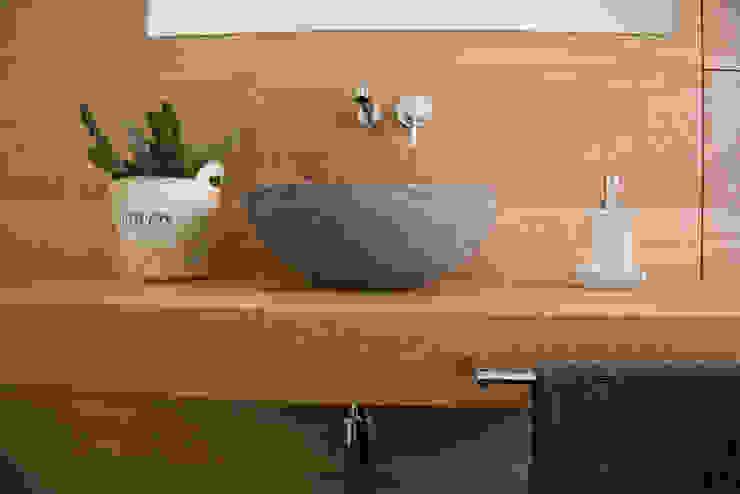Baños de estilo  por RI-NOVO