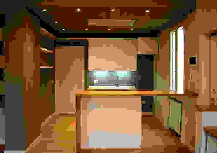 Residenza 012 Parma: Cucina in stile  di Architetto Luigi Pizzuti
