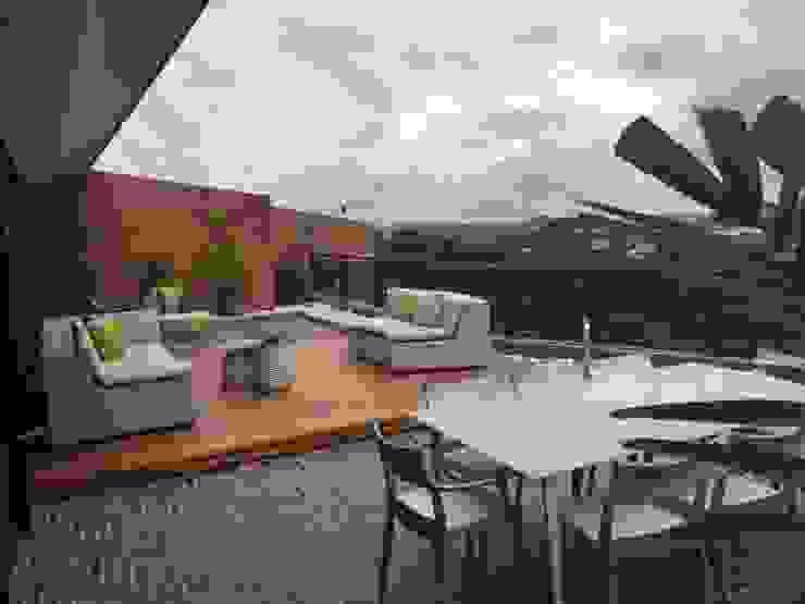 Proyecto Terraza El Hatillo THE muebles Balcones y terrazas de estilo moderno