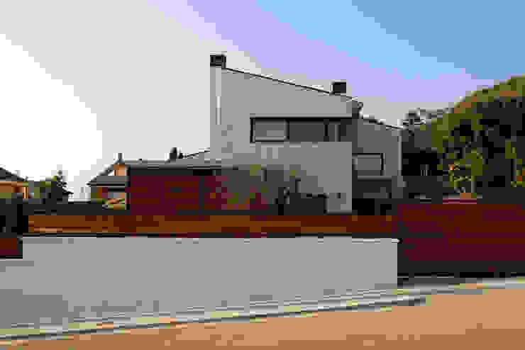 Casas de estilo  por Atres Arquitectes,