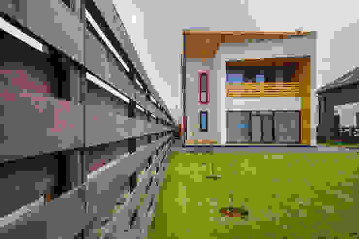 Minimalist house by Мастерская Grynevich Dmitriy Minimalist Wood Wood effect
