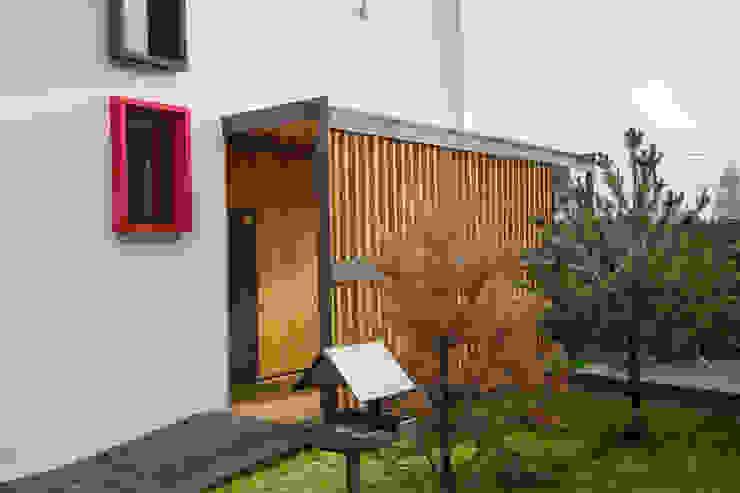 Minimalist house by Grynevich Architects Minimalist Wood Wood effect