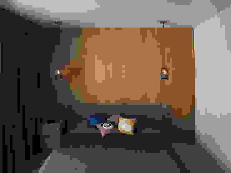 Minimalist bedroom by Grynevich Architects Minimalist