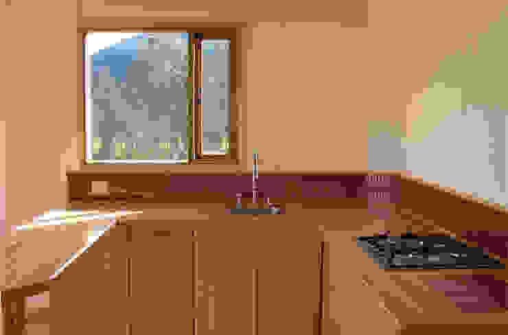 Casa cubica madera Cocinas modernas de Taller de Ensamble SAS Moderno Madera Acabado en madera