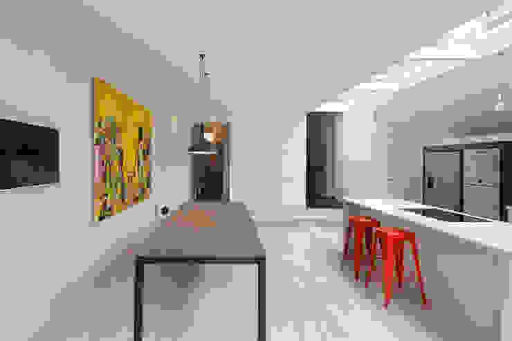 The Slate House Nowoczesna kuchnia od Gundry & Ducker Architecture Nowoczesny Drewno O efekcie drewna
