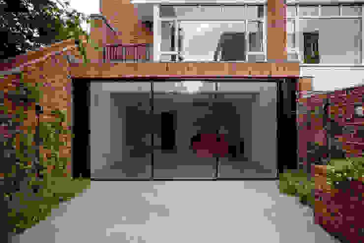 Exterior View Modern houses by Gundry & Ducker Architecture Modern Bricks