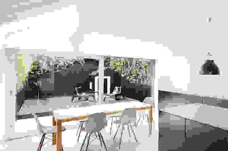 Dining Area Modern kitchen by Gundry & Ducker Architecture Modern Concrete