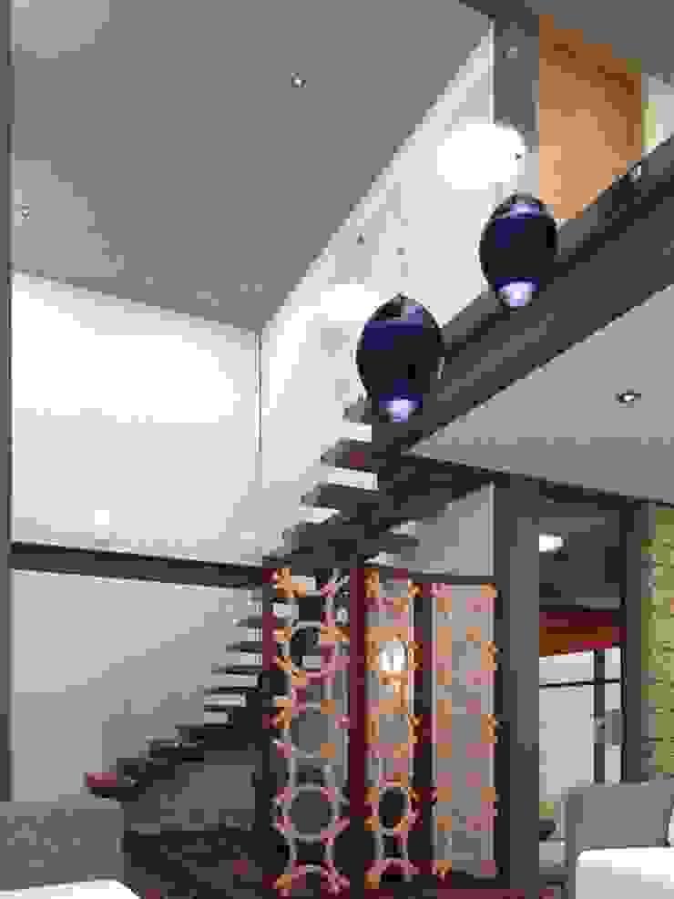 Ingresso, Corridoio & Scale in stile eclettico di Arq. Rodrigo Culebro Sánchez Eclettico