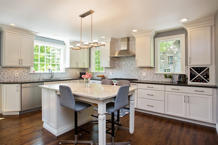1920's Westchester Tudor Kitchen Redux Classic style kitchen by Kitchen Krafter Design/Remodel Showroom Classic