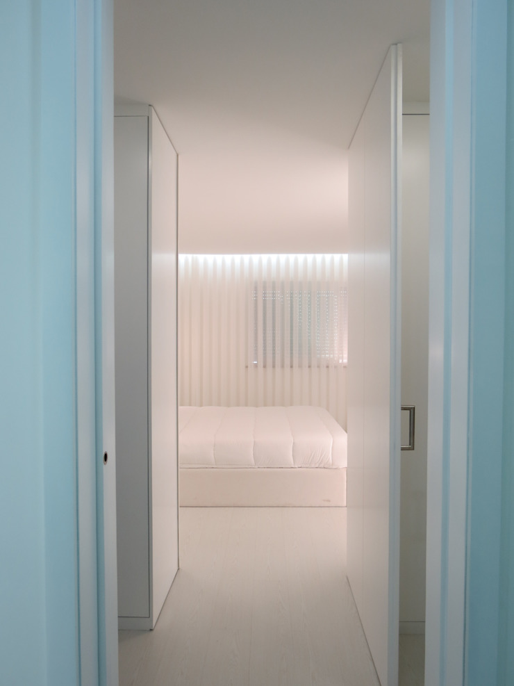 Habitação unifamiliar Corredores, halls e escadas minimalistas por Ivo Sampaio Arquitectura Minimalista MDF