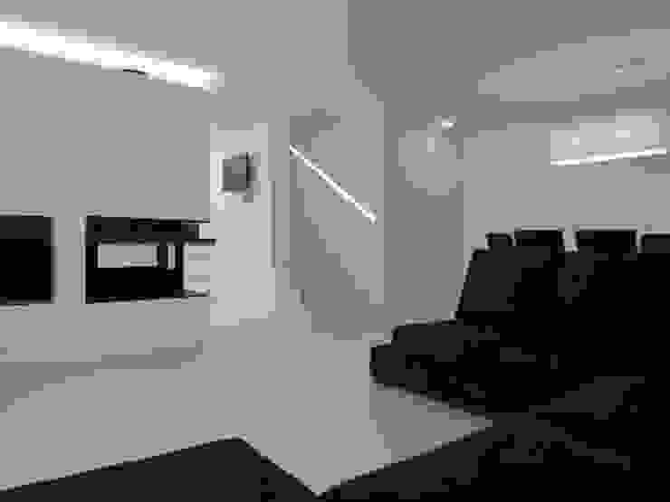 Habitação unifamiliar Salas de estar minimalistas por Ivo Sampaio Arquitectura Minimalista