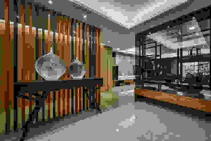 住宅 │ 高雄 德勒斯登 Dresden Lin Residence 現代風玄關、走廊與階梯 根據 匯羽設計 / Hui-yu Interior design 現代風