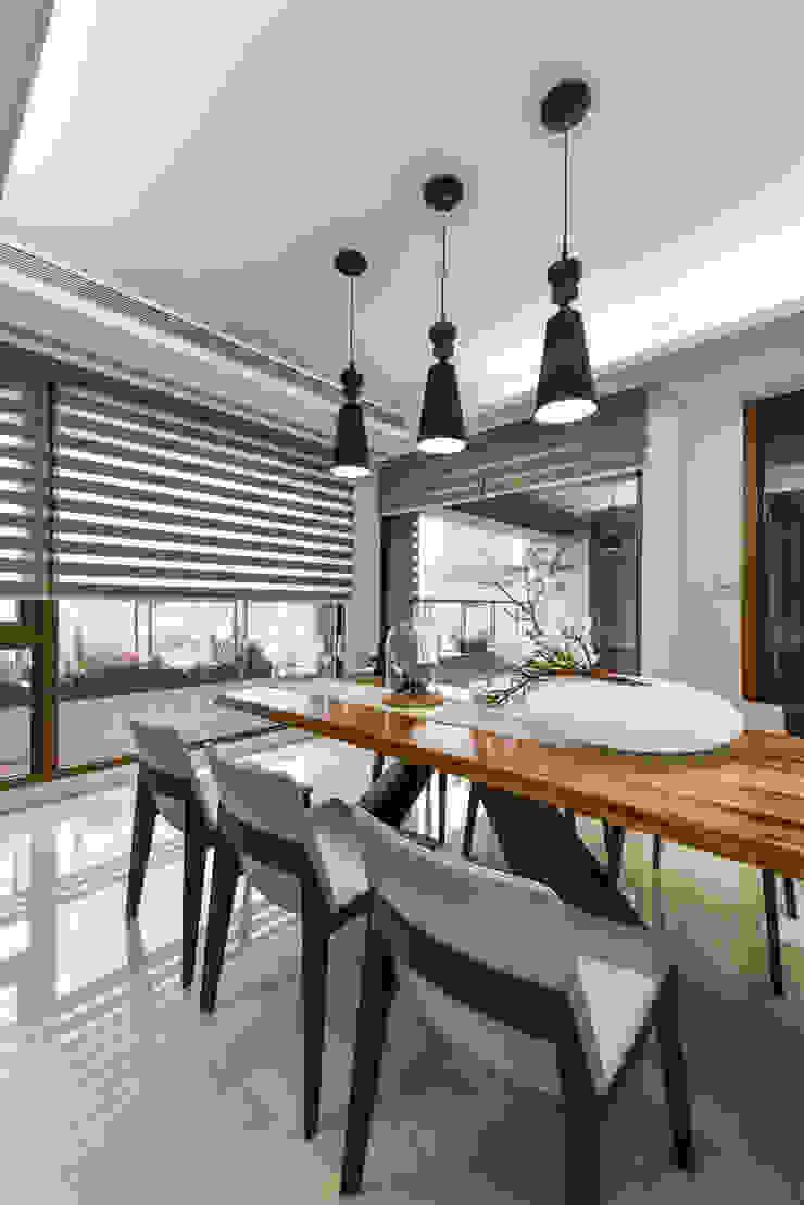 住宅 │ 高雄 德勒斯登 Dresden Lin Residence 現代廚房設計點子、靈感&圖片 根據 匯羽設計 / Hui-yu Interior design 現代風
