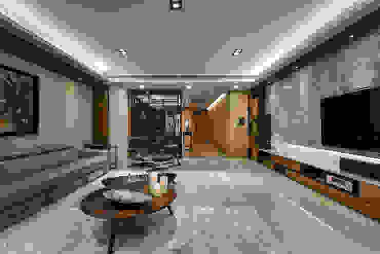 住宅 │ 高雄 德勒斯登 Dresden Lin Residence 现代客厅設計點子、靈感 & 圖片 根據 匯羽設計 / Hui-yu Interior design 現代風