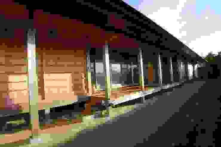 สไตล์ผสมผสาน ทางเดินห้องโถงและบันได โดย 建築設計事務所 山田屋 ผสมผสาน ไม้ Wood effect