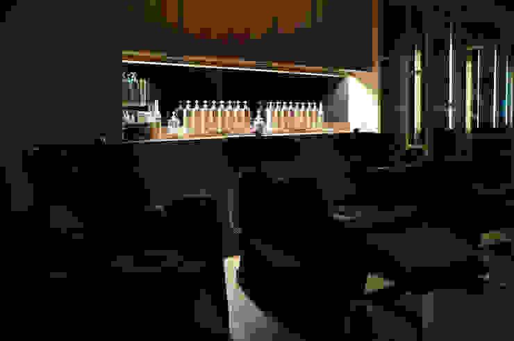 商空 │ 肆 FOR Hair Salon 根據 匯羽設計 / Hui-yu Interior design 現代風