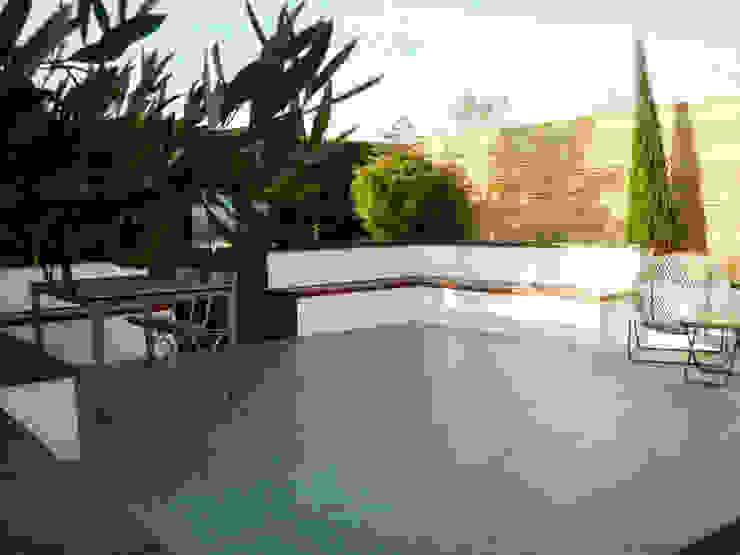 Small sunken garden Modern Garden by Barry Holdsworth Ltd Modern Granite