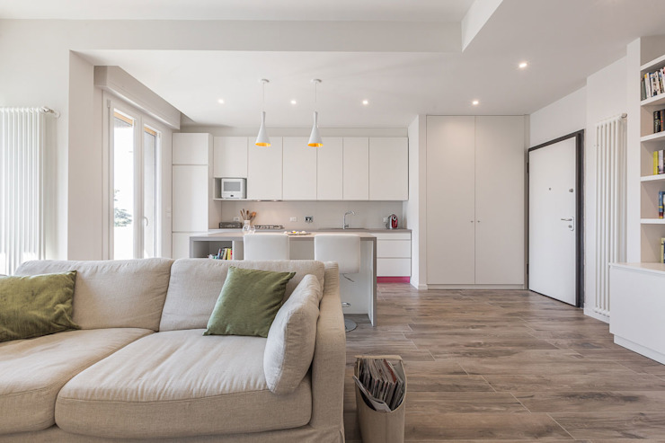 Minimalist living room by Facile Ristrutturare Minimalist