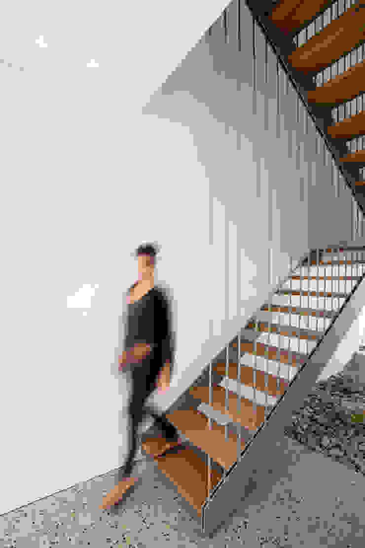 FIRTH 114802 by Three14 Architects Minimalist corridor, hallway & stairs by Three14 Architects Minimalist