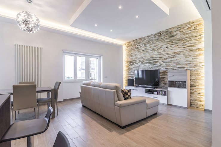 Living room by Facile Ristrutturare,