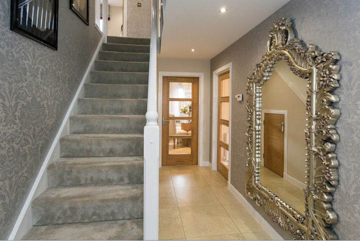 Take a step into luxury each day.. Graeme Fuller Design Ltd Moderner Flur, Diele & Treppenhaus