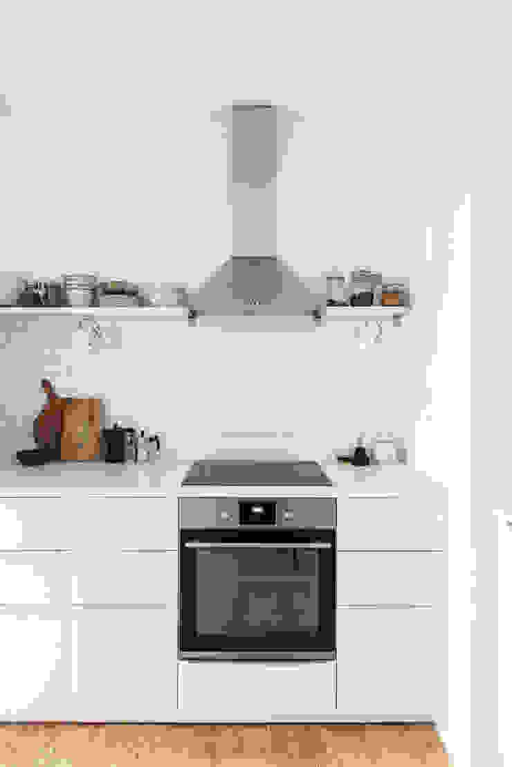 Cocinas de estilo escandinavo de Arkstudio Escandinavo