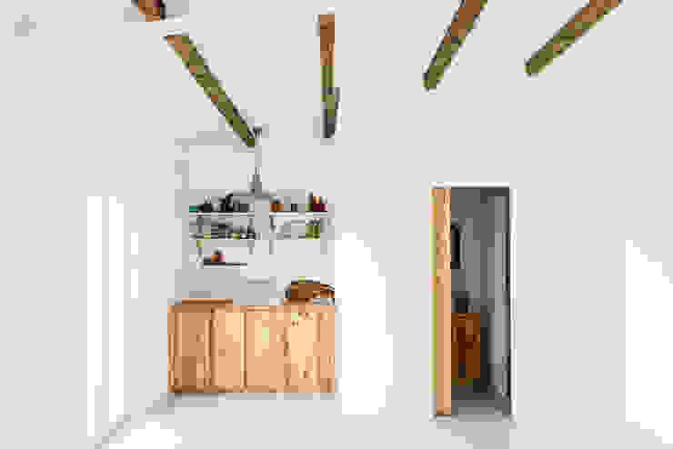Cocinas de estilo rústico de Arkstudio Rústico