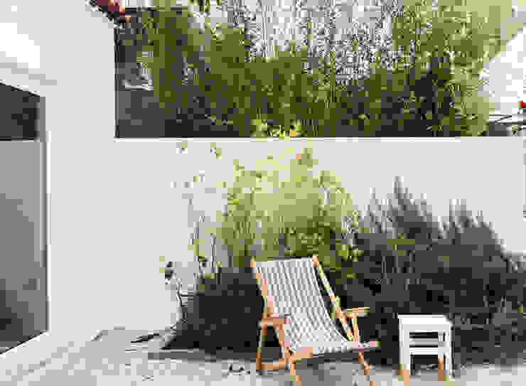 Pormenor do jardim Jardins mediterrânicos por Arkstudio Mediterrânico
