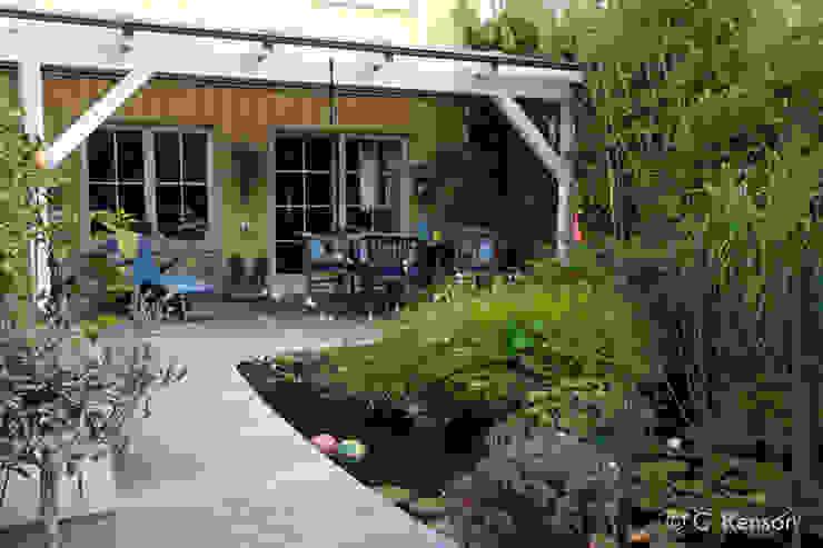 Holzterrasse im Reihenhausgarten dirlenbach - garten mit stil Skandinavischer Garten