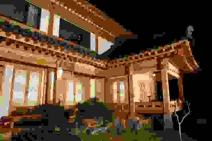 전통한옥, 현대와 만나다 아시아스타일 정원 by Daehan Housing 한옥