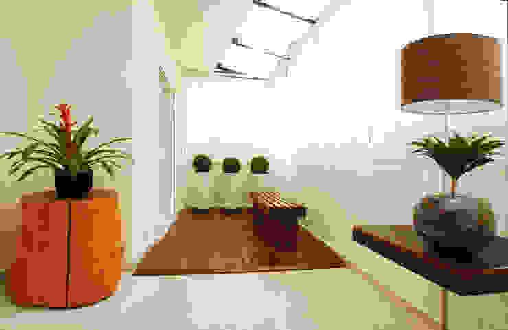 Balcones y terrazas de estilo moderno de Serra Vaz Arquitetura e Design de Interiores Moderno
