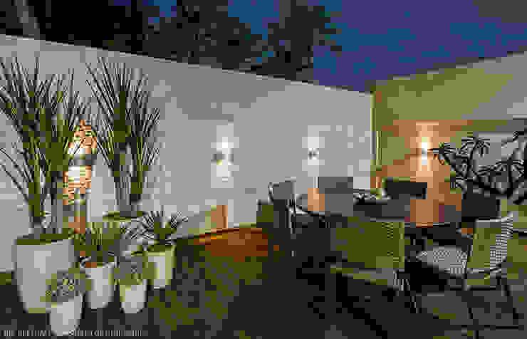 Cris Nunes Arquiteta Klasik Balkon, Veranda & Teras