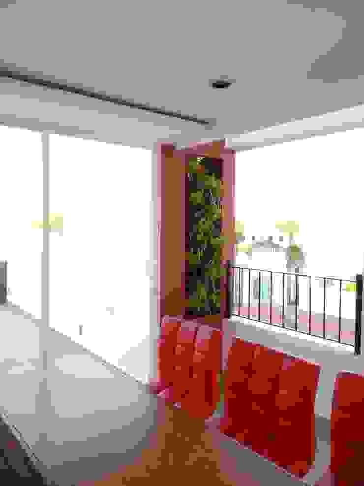 Modern style balcony, porch & terrace by Arqca Modern