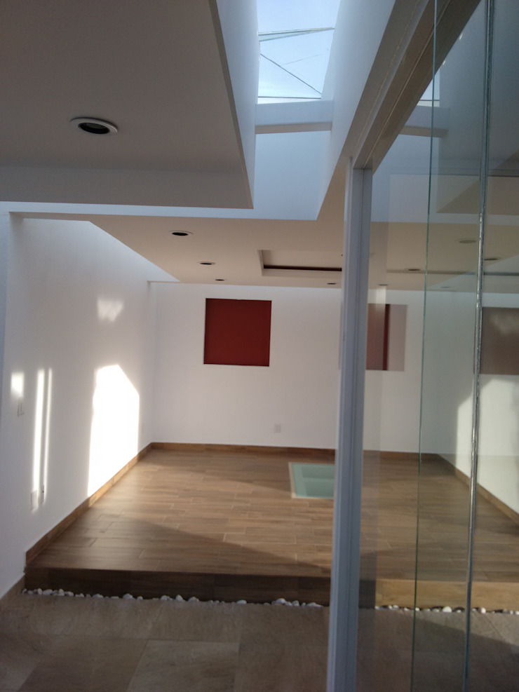 Modern corridor, hallway & stairs by Arqca Modern