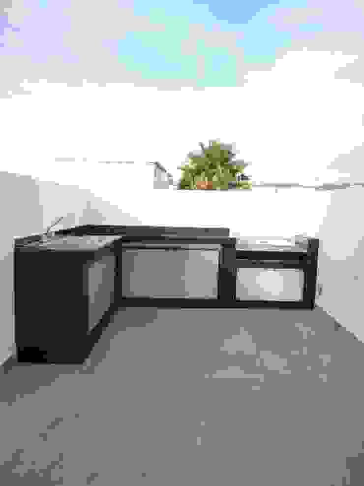 Modern style kitchen by Arqca Modern