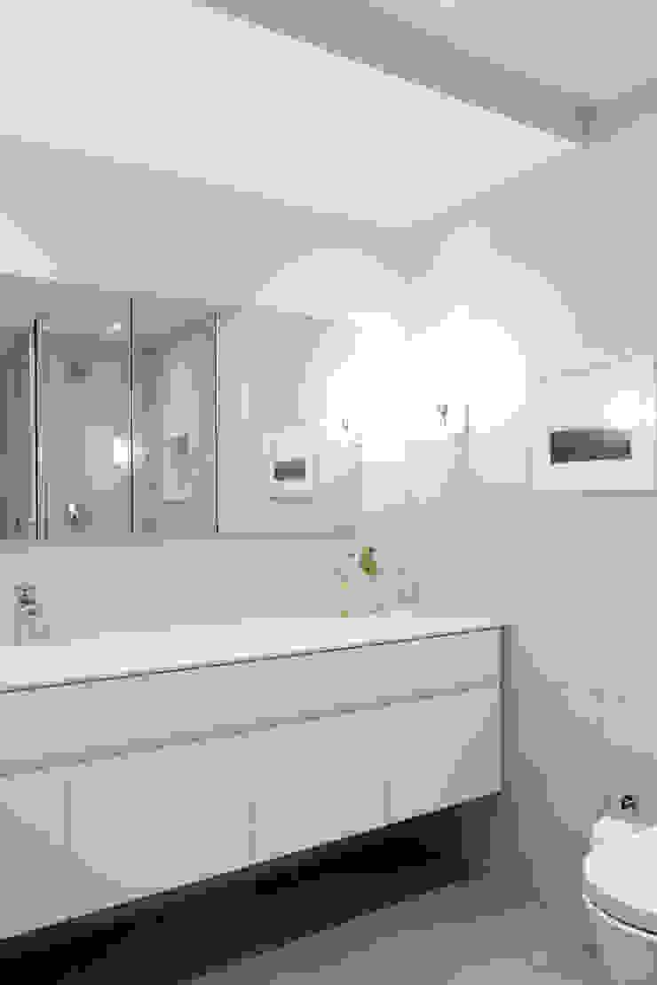 Chelsea Loft Modern Bathroom by Maletz Design Modern