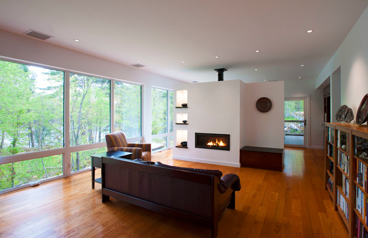 Living room by Solares Architecture,