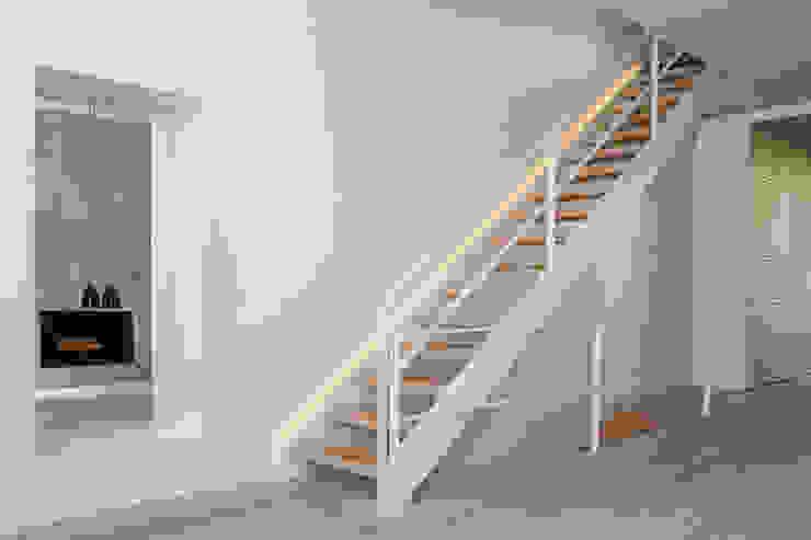 Sarah Jefferys Design Modern Corridor, Hallway and Staircase