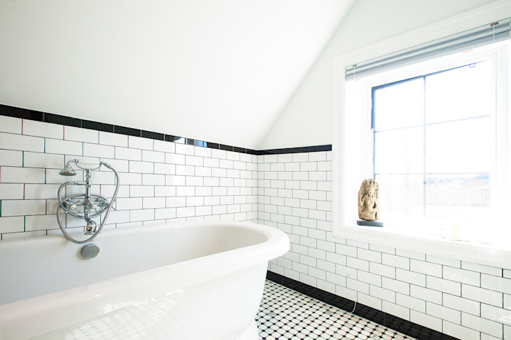 Edwardian Renovation:  Bathroom by Solares Architecture, Modern