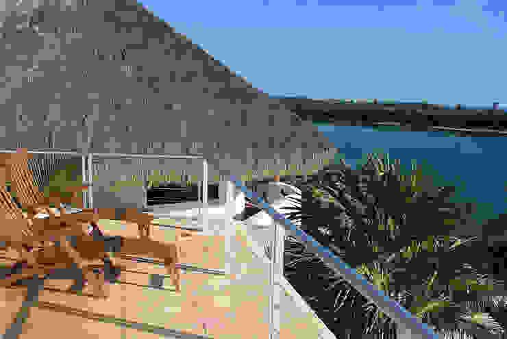 VILLA GAUGUIN Balcones y terrazas modernos de SG Huerta Arquitecto Cancun Moderno Piedra