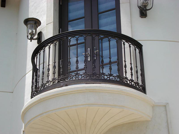 Classic style houses by REYTAŞ DEMİR ÇELİK FERFORJE Classic Iron/Steel