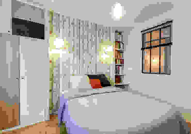 Dormitorios de estilo escandinavo de LD&CO.Paris 'La Demoiselle et la Caisse à Outils' Escandinavo Madera Acabado en madera