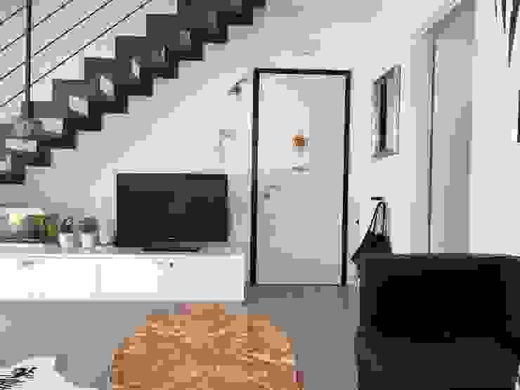 Immobiliare De Piccoli Pasillos, vestíbulos y escaleras de estilo moderno