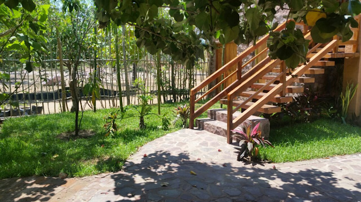 Hành lang, sảnh & cầu thang phong cách mộc mạc bởi Cervantesbueno arquitectos Mộc mạc Cục đá