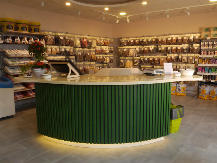 Ein Online-Shop geht offline Ausgefallene Geschäftsräume & Stores von Interiordesign - Susane Schreiber-Beckmann gestaltet Räume. Ausgefallen Holz Holznachbildung